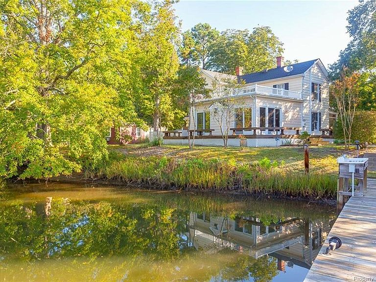 Historic farmnhouse home for sale in Virgnia